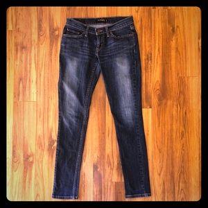 Levi's dark wash skinny jeans Juniors size 5
